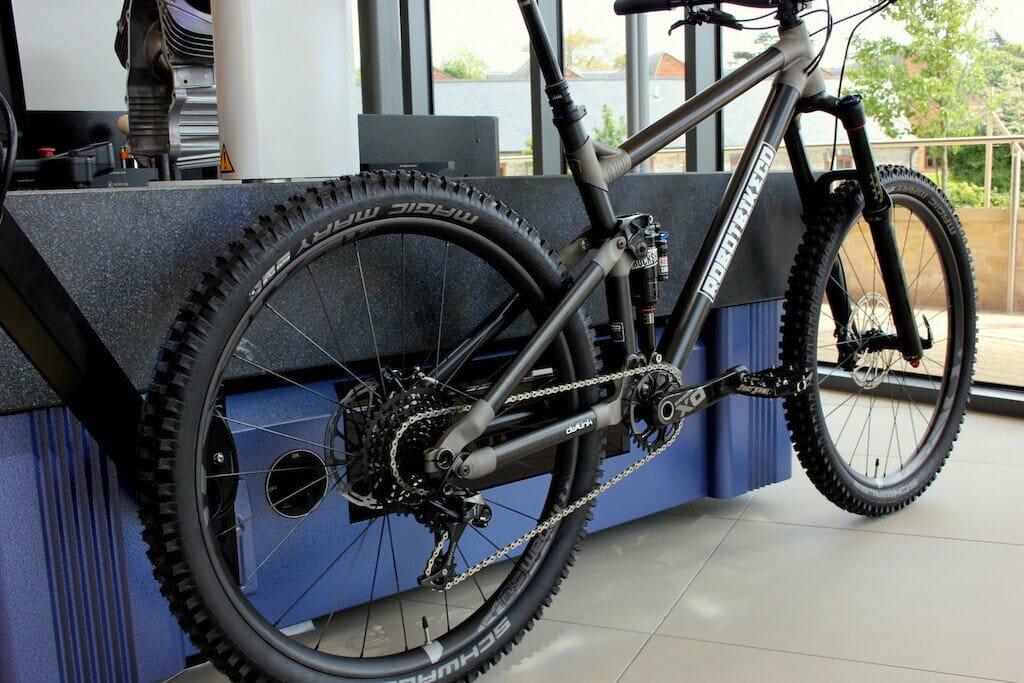 R160, la primera bicicleta totalmente impresa en 3D, en fibra de ...