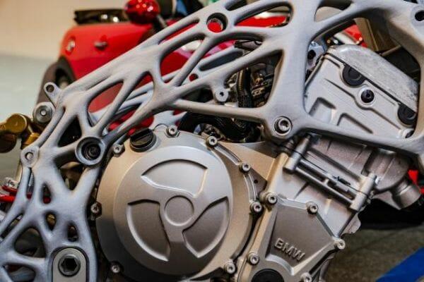 Parte del chasis impreso en 3D de la BMW S1000RR.