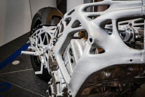 Detalle del chasis con impresión 3D del BMW S1000RR. Foto a través de Visor Down.