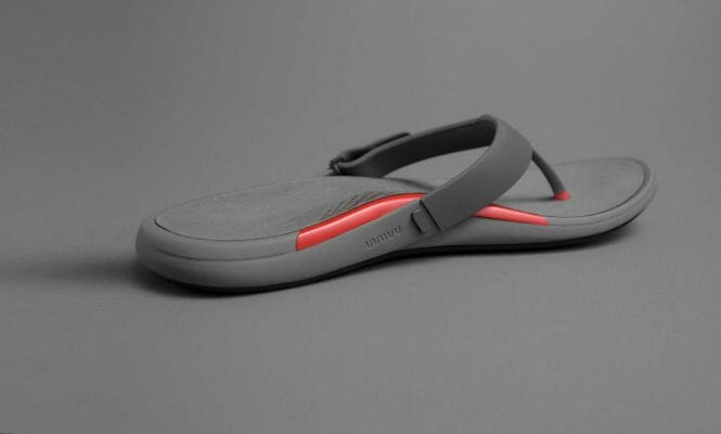 Sandalia con filamento flexible con impresión 3D.