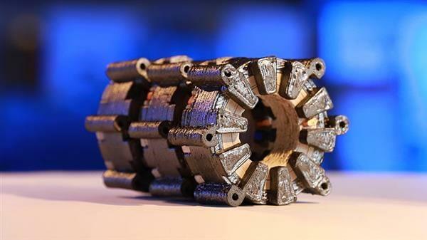Pieza de motor eléctrico fabricado con impresión 3D en FDM y SLS