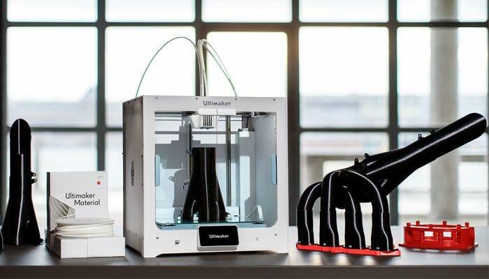 Impresora 3D Ultimaker S5 y modelos impresos en 3D