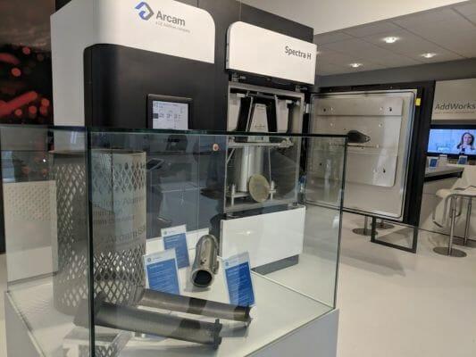Una impresora 3D Arcam Spectra H expuesto en el Farnborough Airshow.