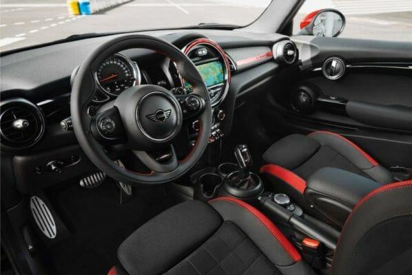 Vista interior del Mini Cooper S GT Edición limitada con detalles personalizados.